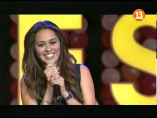 Mi Nombre Es Miley Cyrus - Party In The USA [Canal 13, Chile]