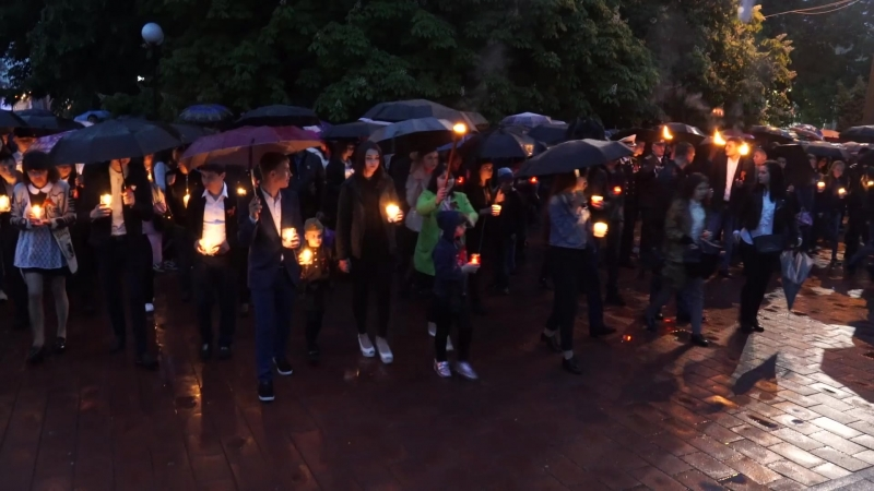 Свеча памяти в День Победы 9 мая 2018 года в городе Курганинске