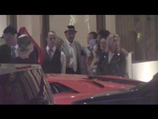 Джастина и Хейли прибывают в ресторан в Беверли-Хиллз (20 июля)