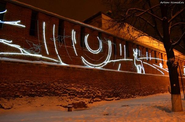 Световые картины на стенах кремля.