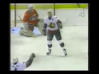 Alexei Yashin scores big goal against Hurricanes while falling (1999) / Яшин забивает классный гол против ураганов в падении