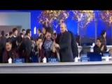 Путин накинул теплую накидку на плечи первой леди Китая