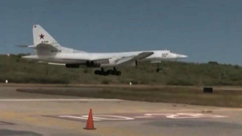 Российские стратегические ракетоносцы Ту-160 совершили тренировочный полет над Карибским морем. Новости. Первый канал