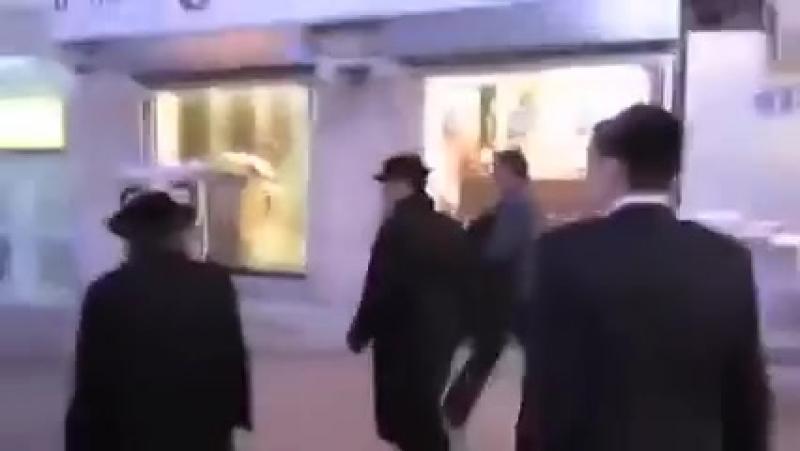 Man dressed as dollar bills running away from jews in israel-3.mp4