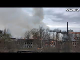 В р-не перекрестка Советский пр-т - ул. Гайдара в Калининграде загорелось здание. 10.04.19