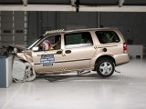2005 Chevrolet Uplander moderate overlap IIHS crash test