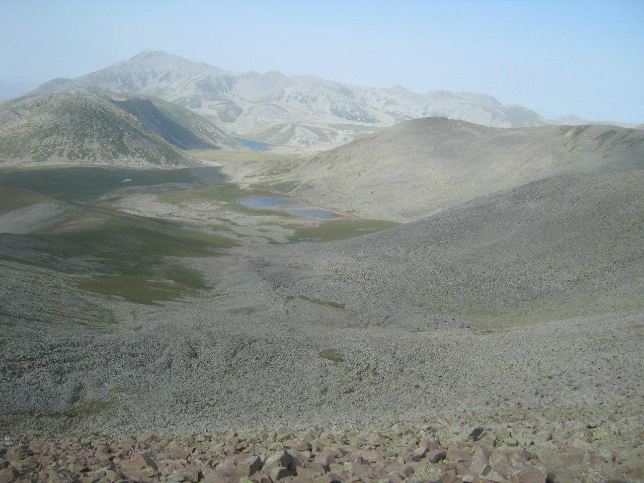 озёра между горами Самсари и Абули