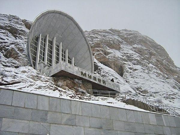 Сюрреалистично. Историко-этнографический музей в скале.