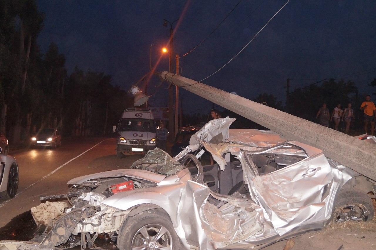 В Таганроге на объездной «Красного Котельщика» столкнулись три автомобиля, погиб человек. ФОТО. ВИДЕО