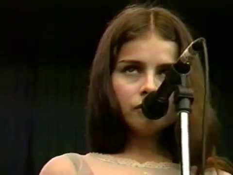 Mazzy Star - Fade Into You - 10/2/1994 - Shoreline Amphitheatre (Official)