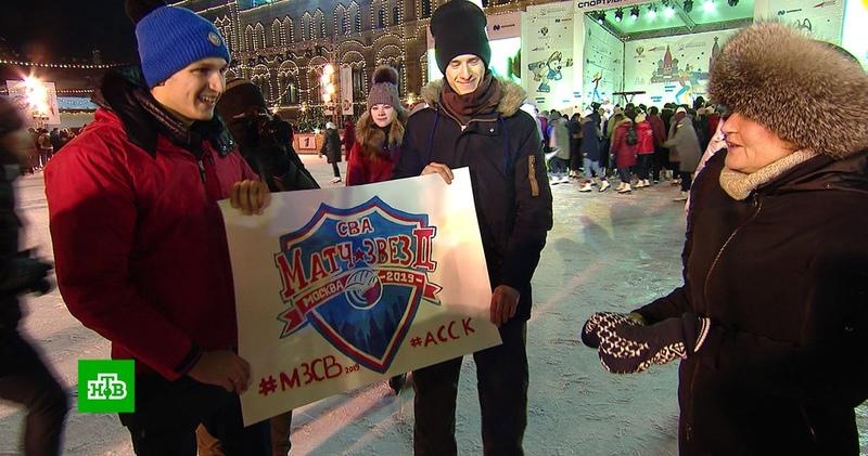 Голодец и Колобков вышли на лед с молодежью в «Студенческую ночь»