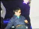 Какой-то ребенок танцует