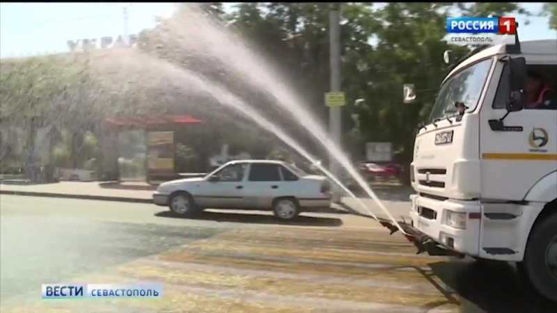 С пылью на дорогах Севастополя будут бороться с помощью системы полива