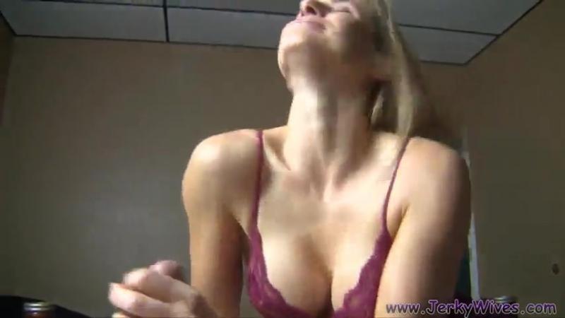 Подсмотрел за своей женой в душе  HD порно видео