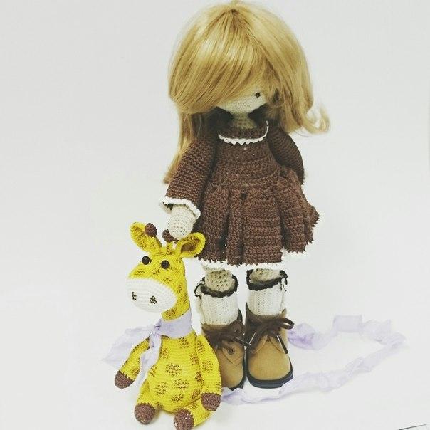 Девочка и жирафик, куколка связана крючком, ищут любящий дом… (3 фото) - картинка