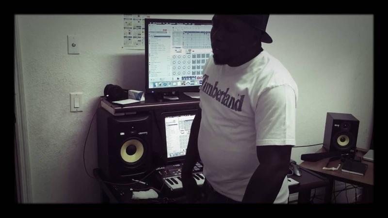Making a beat using AKAI MPC Essential