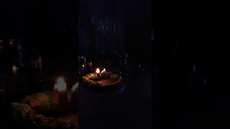 Аделина задувает свечи