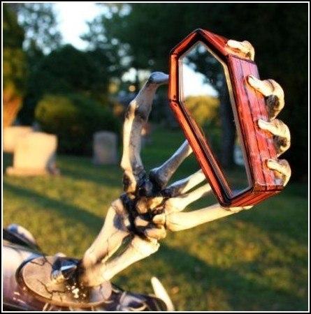 Зеркало заднего вида на мотоцикле