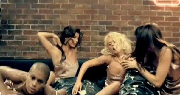 lesbiyanki-s-bolshimi-buferami-video