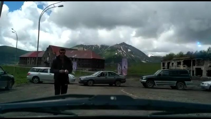 Жители грузинского села Гудаури избили российского пилота-парапланериста