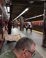 Немного казахской музыки, в Лондонском метро)
