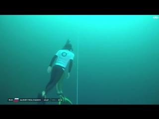 Новый рекорд мира по фридайвингу! Алексей Молчанов без акваланга нырнул до отметки 130 метров...