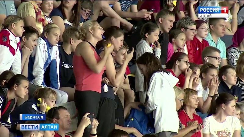 Второй этап кубка СФО по плаванию стартовал в Барнауле