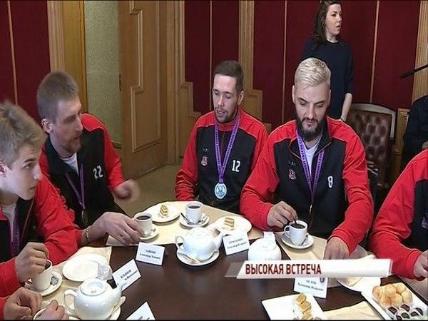 В правительстве области игроков и тренеров Буревестника поздравили с победой в Суперлиге 2