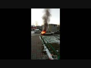 Калинина 17 горит авто