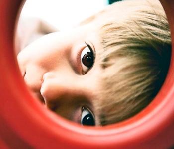 В чем разница между умственной отсталостью и аутизмом?