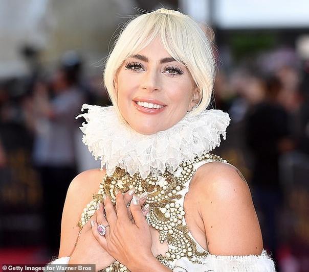 Леди Гага разорвала помолвку с Кристианом Карино Эту информацию подтвердил агент певицы вчера вечером. Слухи о расставании Гаги и Карино появились после вручения премии Grammy, куда певица