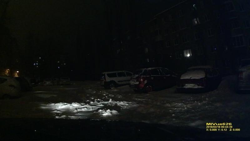 вчера 17.03.18 заезжал во двор, снег по колено