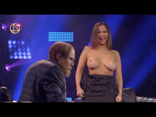 Елена беркова показала сиськи в шоу деньги или позор