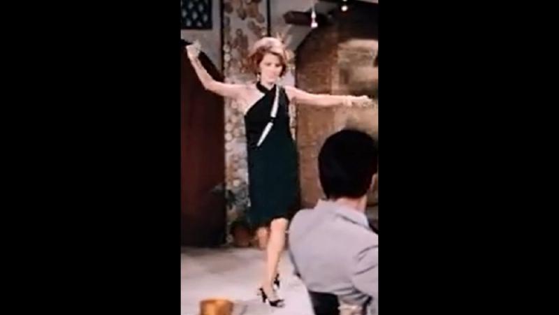 Μαίρη Χρονοπούλου - Η σταρ που φόρεσε το Εθνικό Φόρεμα του Ελληνικού Κινηματογράφου