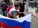 Грузины жгут флаг россии Georgians burned Russian flag