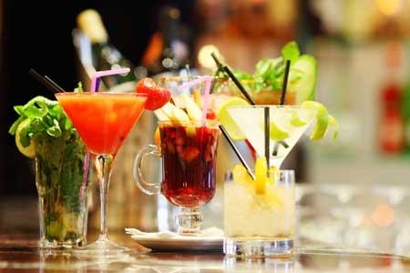 Пара напитков может добавить 500 калорий или больше к вашему ежедневному потреблению.