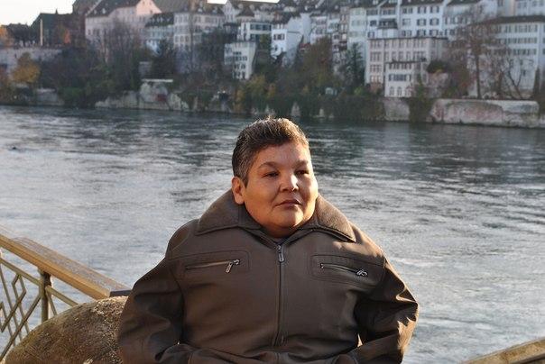 Власти Британии  требуют отпечатки пальцев от казахстанского безрукого художника