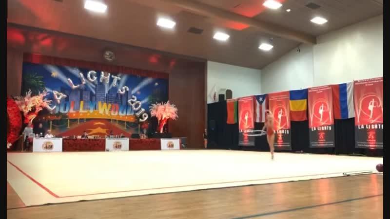 Виктория Оноприенко Обруч LA Lights 2019