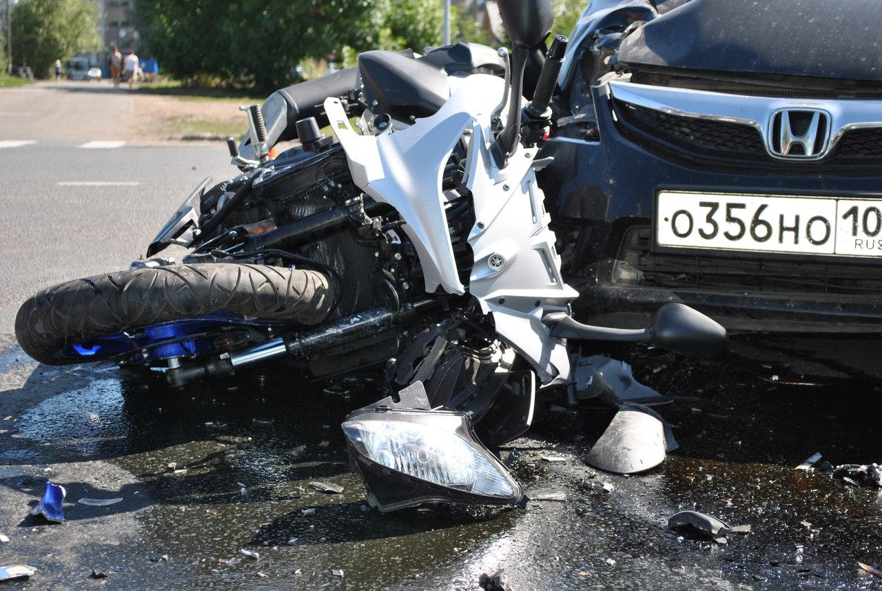 В Уфе байкер попал в больницу после столкновения «Ямахи» с «Хондой»