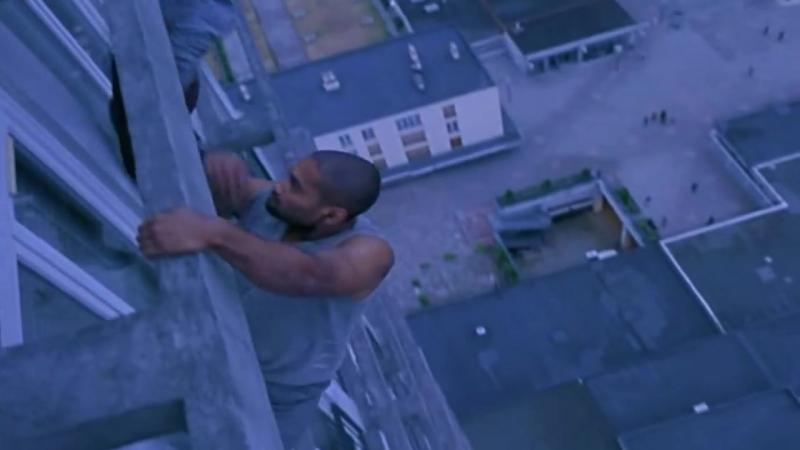 Yamakasi │ Yamakasi ler binaya tırmanıyor (Türkçe Dublaj HD - 2001).mp4