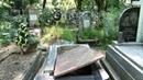 В Ужгороді вандали зігнали злість на покійниках