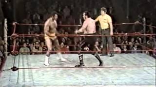 Stan Stasiak v Rocky Johnson