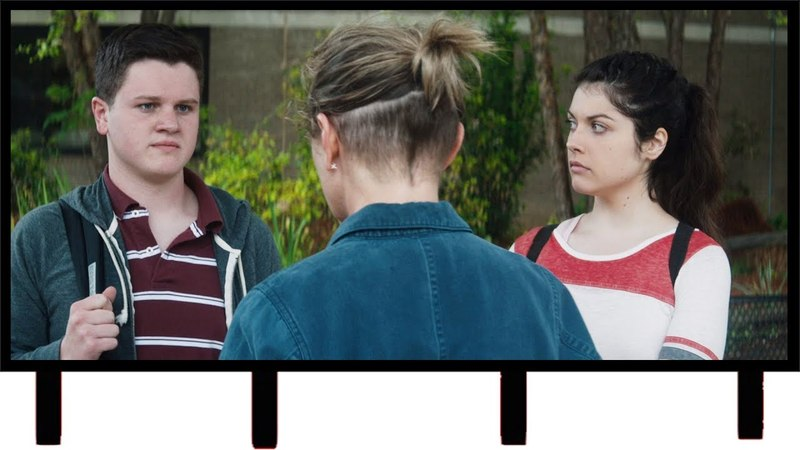 Разборка со школьниками — «Три билборда на границе Эббинга, Миссури» (2017) сцена 45 QFHD