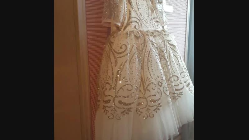 Шикарное платье с глиттером