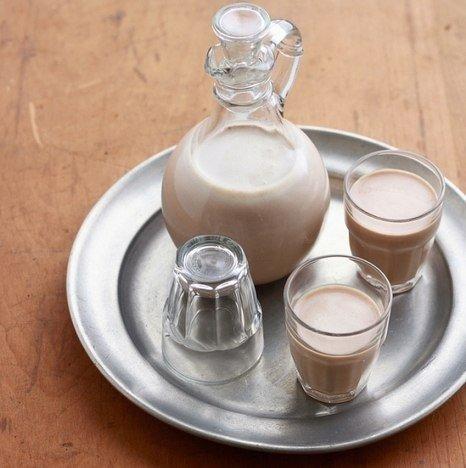 ВКУСНЫЙ КОФЕЙНЫЙ ЛИКЕР По вкусу очень напоминает известный ликер Бейлиз - не отличить! Удивите гостей приятным вкусным напитком! Ингредиенты: сгущенка – одна стандартная банка; два яйца; кофе растворимый – 1 столовая ложка; сахар ванильный – 2 столовых ложки; Читать прoдoлжение..
