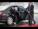 Меркель посмеялась над застрявшей Терезой Мэй