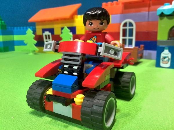 Машинки в ЛЕГО мультике. Хвастовство на дороге. Мультфильм. Мультики для детей.