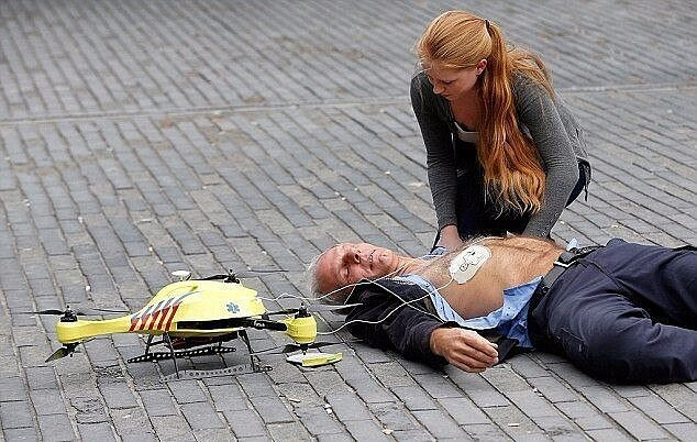 Голландский студент создал дрон скорой помощи, оснащенный дефибриллятором