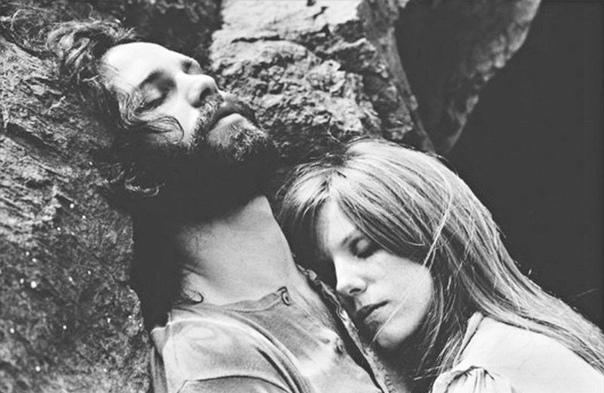 Джим Моррисон (солист группы the Doors) со подругой Памелой Курсон