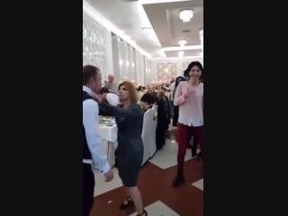 Когда пришел с женой на корпоратив) смешное видео)